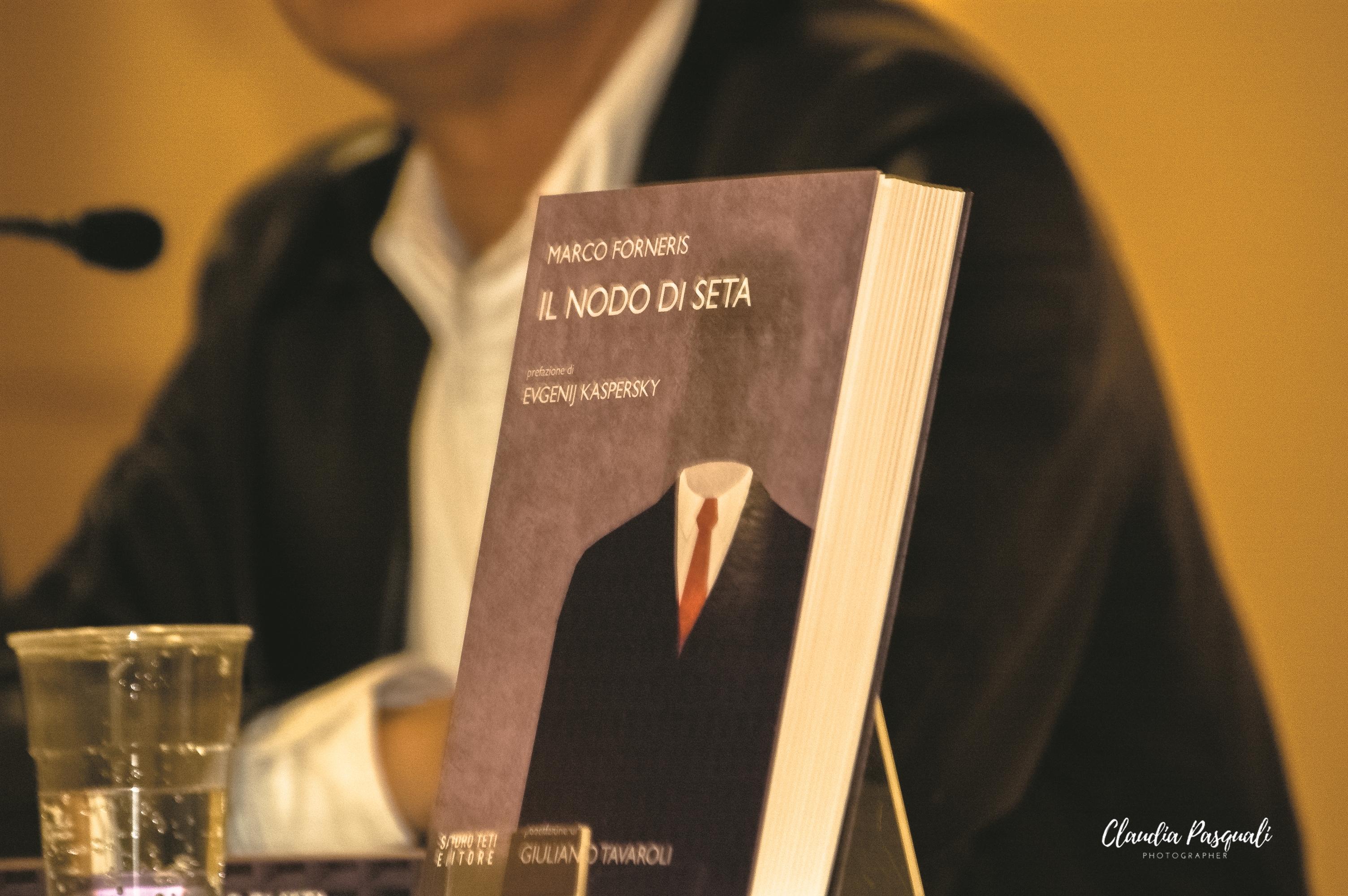 """Presentazione del libro di Marco Forneris """"Il nodo di seta"""" a Più Libri Più Liberi."""