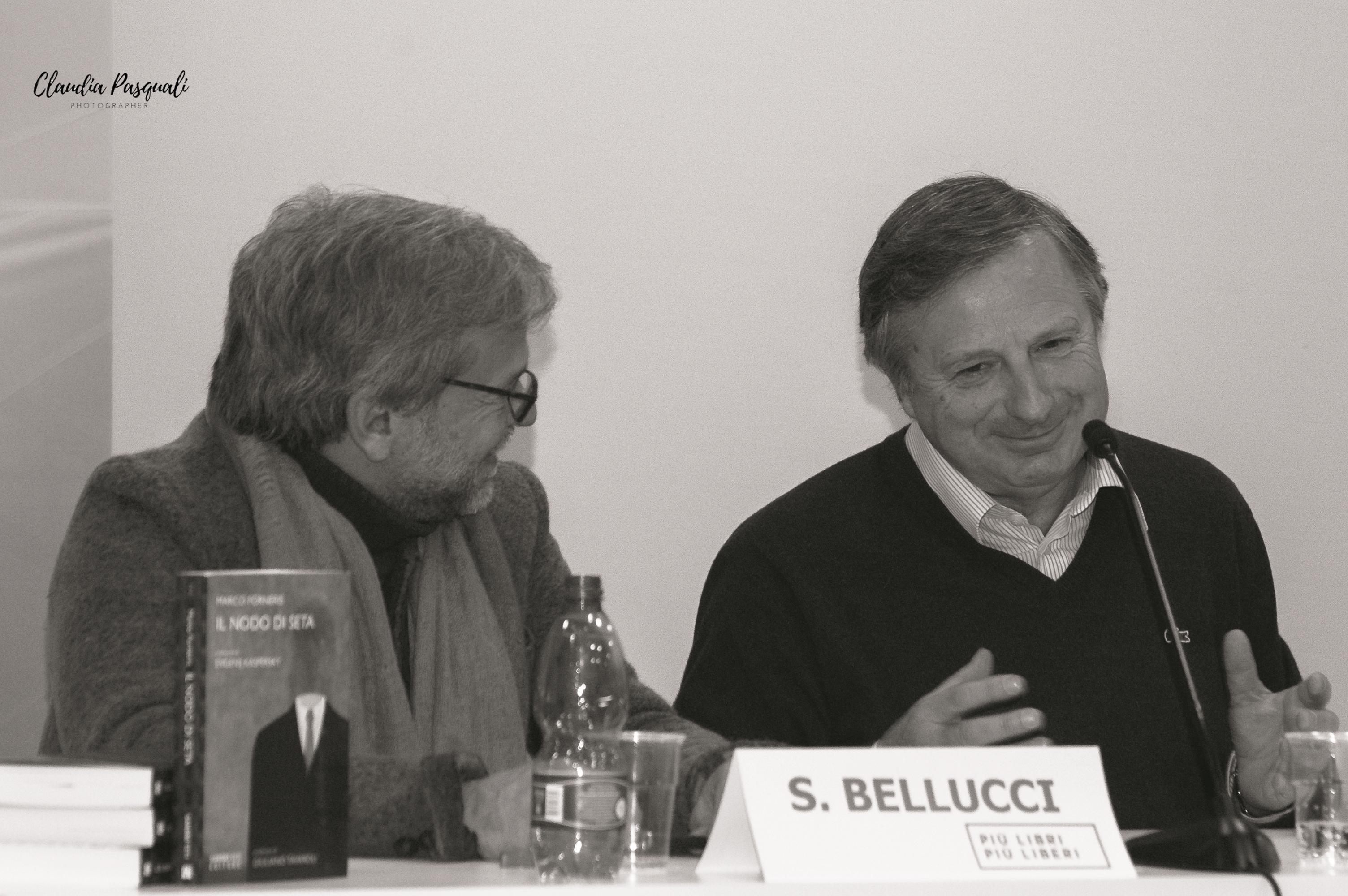 """Presentazione del libro di Marco Forneris """"Il nodo di seta"""" a Più Libri Più Liberi. Nella foto: Sergio Bellucci e l'autore Marco Forneris."""