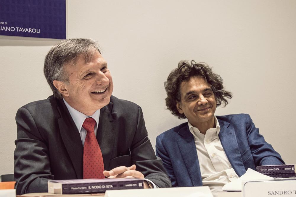 Da sinistra: l'autore Marco Forneris e l'editore Sandro Teti