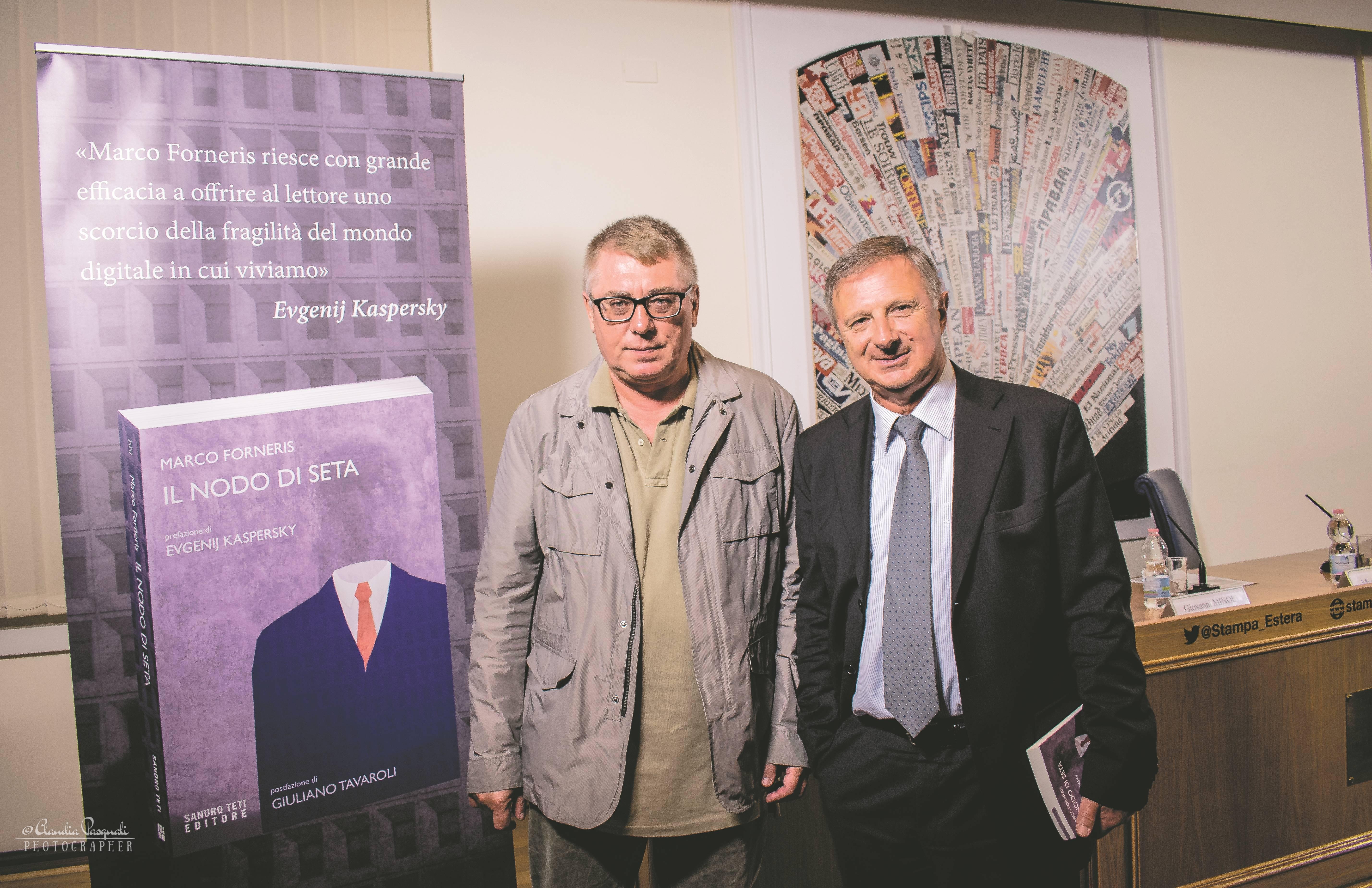 """Gnetii Vsevolod, direttore responsabile del """"New Day Italia"""" e l'autore Marco Forneris"""