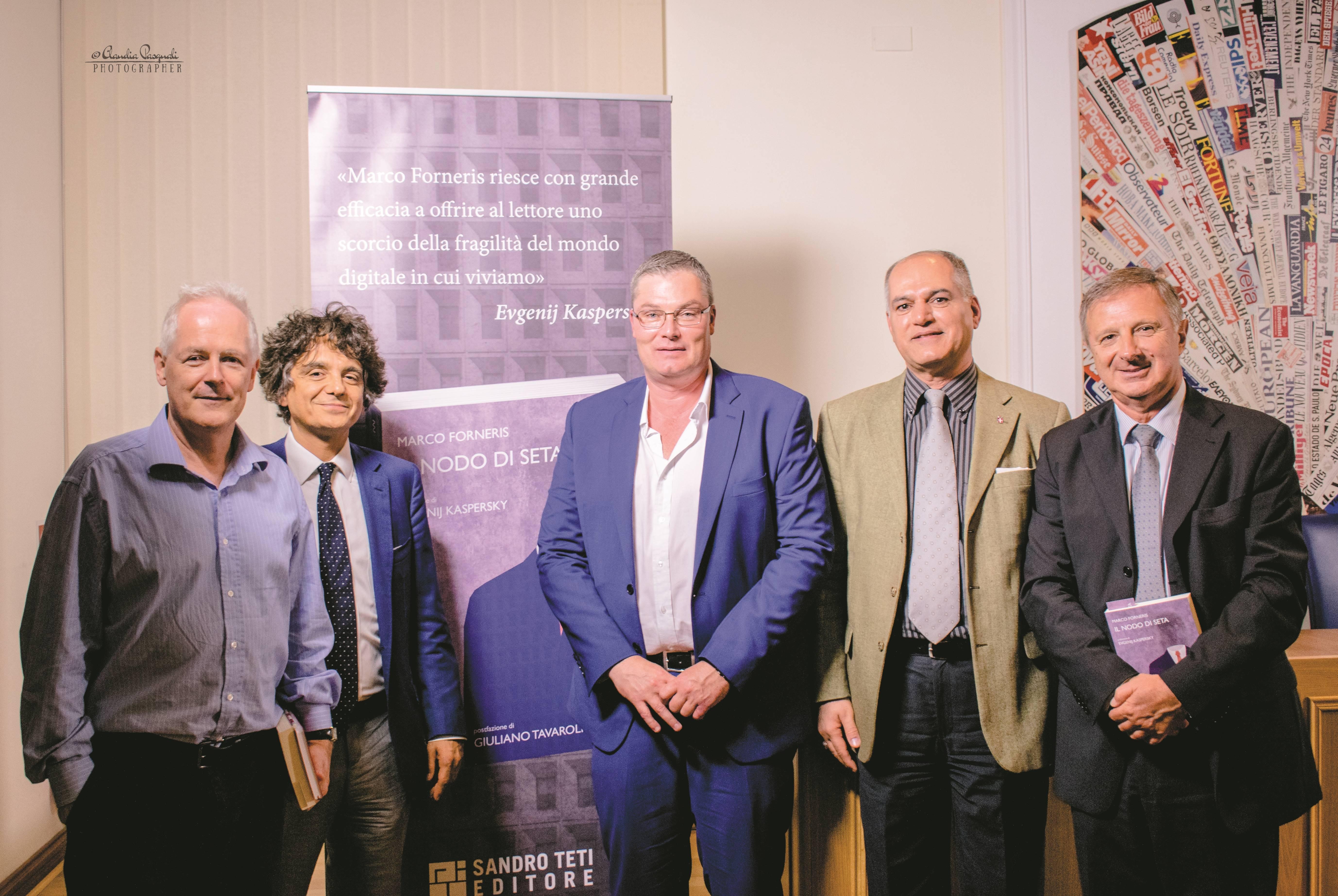 Da sinistra: l'editore Sandro Teti;  Morten Lehn; l'autore Marco Forneris