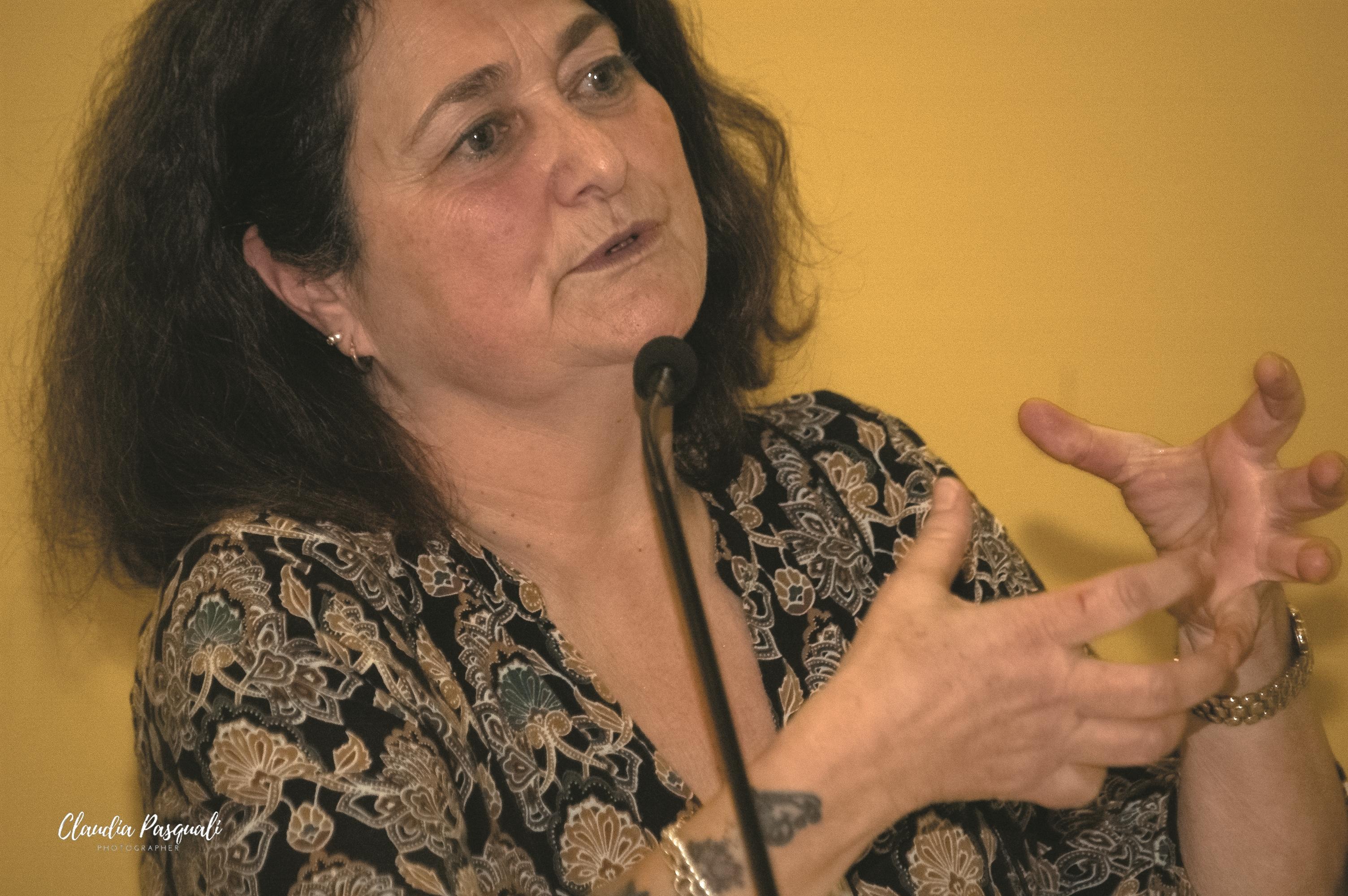 """Presentazione del libro di Myriam Cristallo """"Uscir fuori"""" a Più Libri Più Liberi. Nella foto: Angela Infante."""