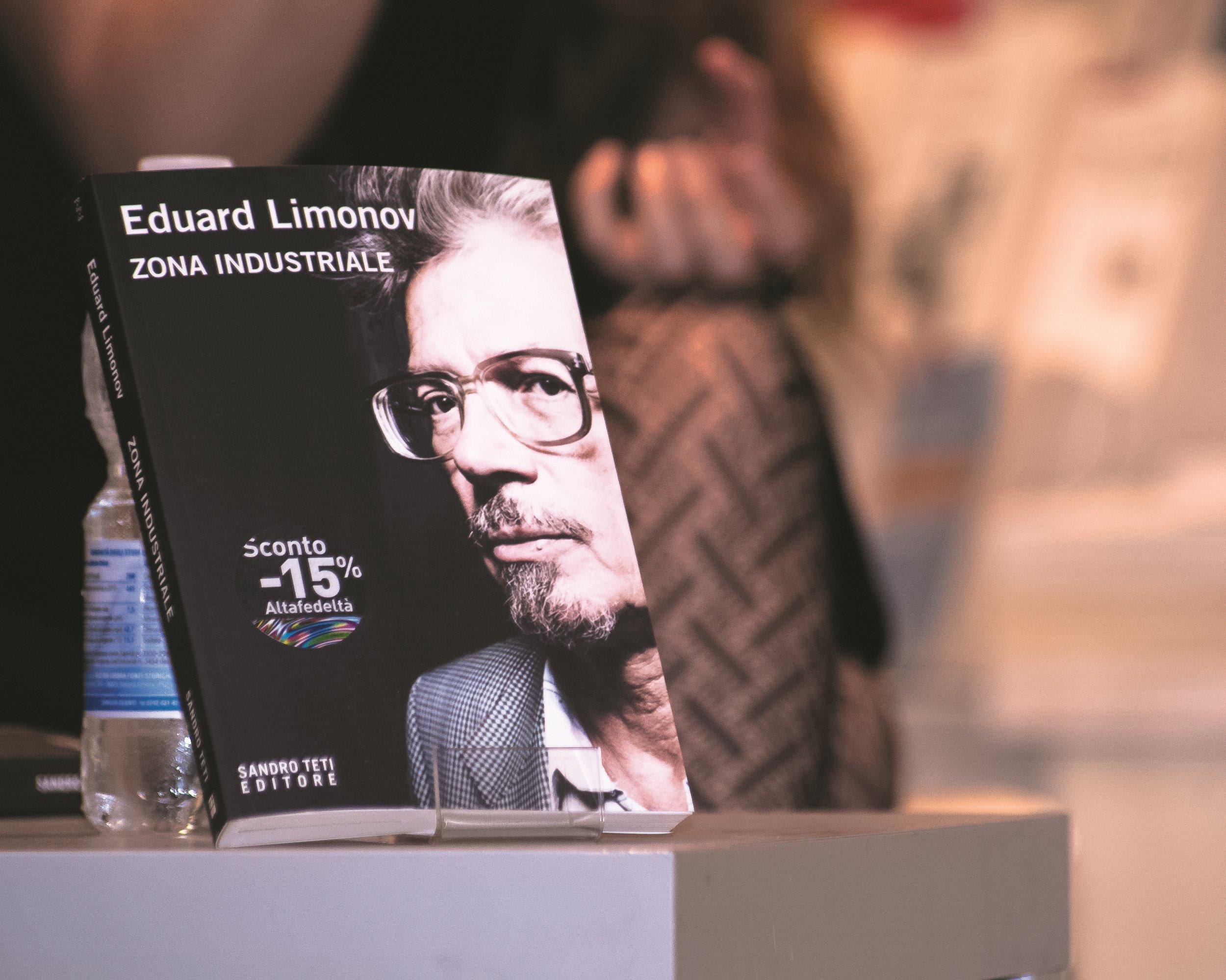 """Presentazione del libro di Eduard Limonov """"Zona industriale"""" presso IBS+Libraccio a Roma."""