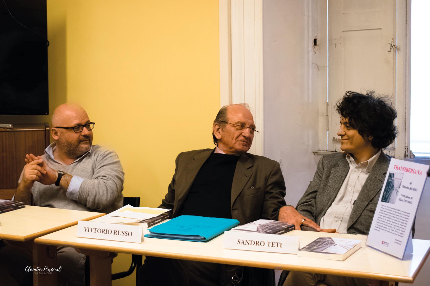 Presentazione del libro Transiberiana di Vittorio Russo. Da sinistra: Leonardo Fredduzzi; Vittorio Russo e l'editore Sandro Teti