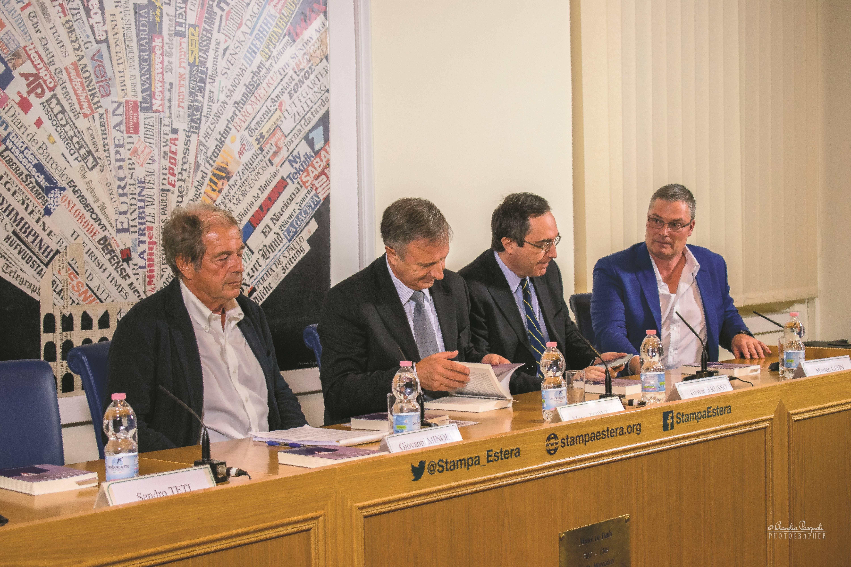 Da sinistra: l'editore Sandro Teti; Giovanni Minoli; l'autore Marco Forneris; Giovanni Russo e Morten Lehn