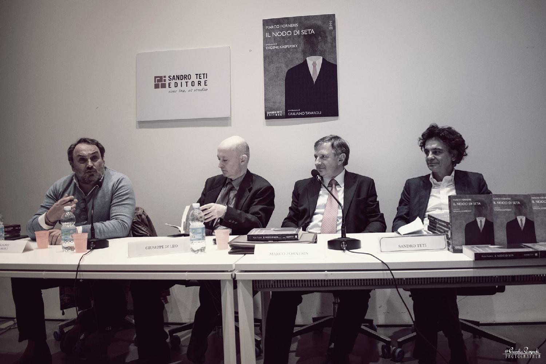 Da sinistra: Giuliano Tavaroli, Giuseppe Di Leo, l'autore Marco Forneris e l'editore Sandro Teti
