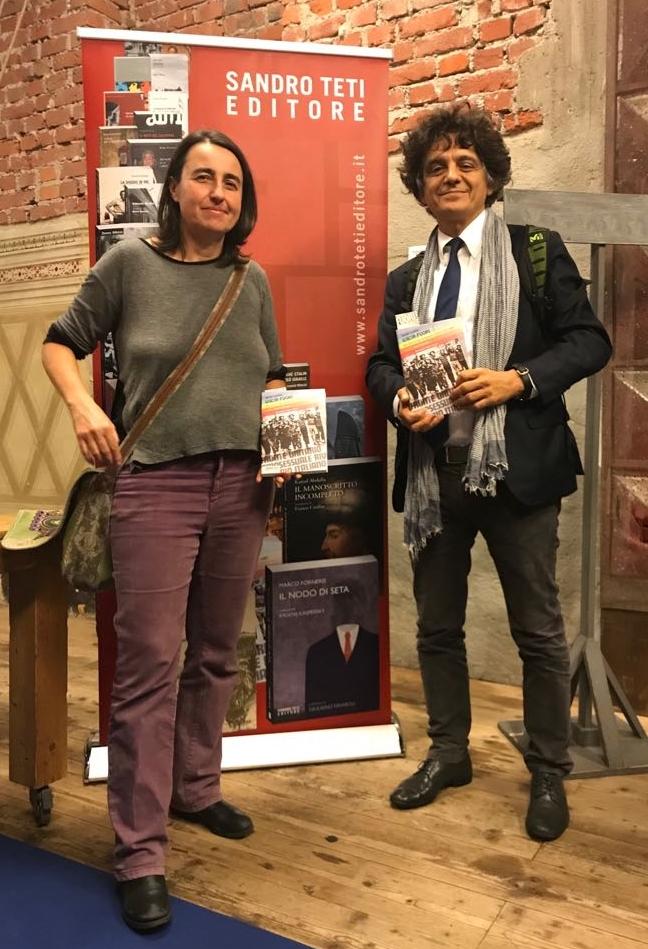 Presentazione del libro USCIR FUORI - Dieci anni di lotte omosessuali in italia: 1971 - 1981 di Myriam Cristallo. Nella foto: la sociologa Daniela Danna e l'editore Sandro Teti.