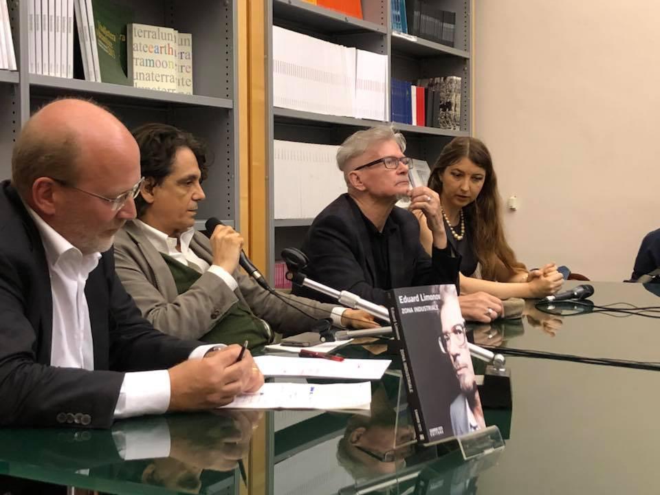 """Presentazione del libro """"Zona industriale"""" di Eduard Limonov presso la Casa delle Letterature a Roma. Da sinistra: Marc Innaro; l'editore Sandro Teti; l'autore Eduard Limonov e Olga Matsyna."""