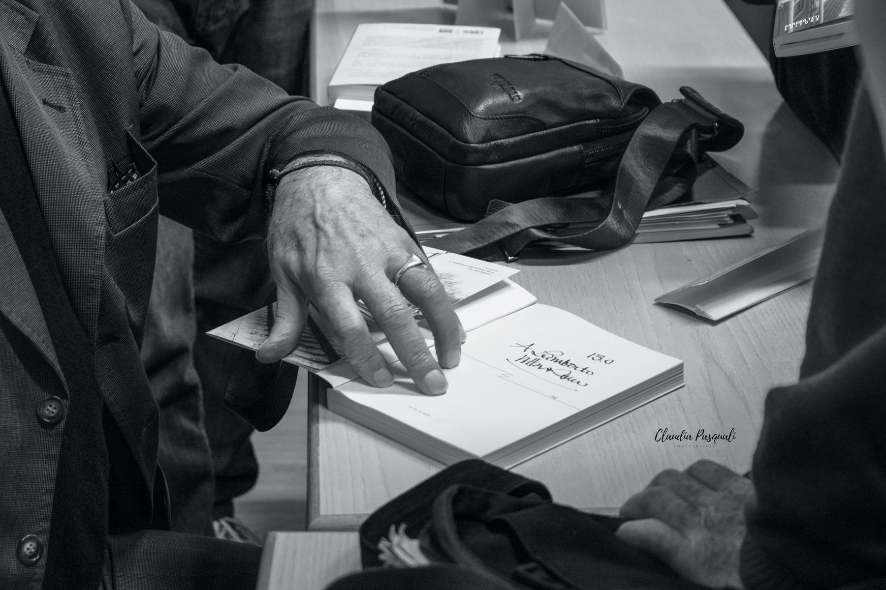 Presentazione del libro Transiberiana di Vittorio Russo. Il firmacopie di Vittorio Russo