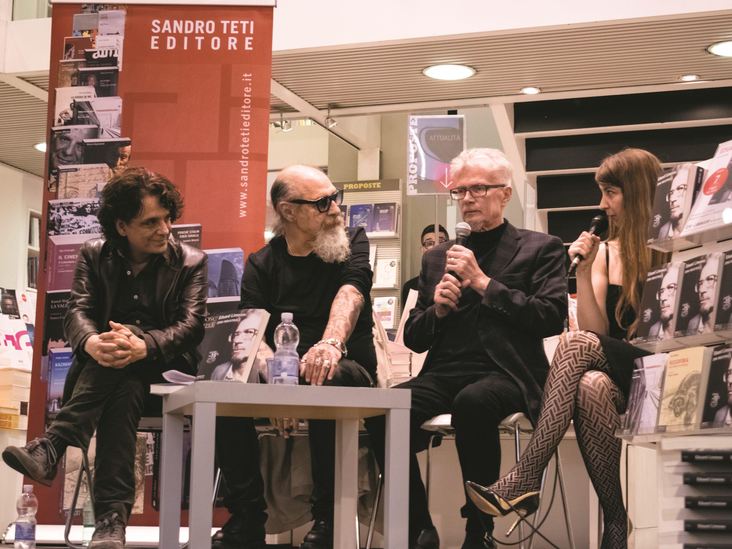 """Presentazione del libro di Eduard Limonov """"Zona industriale"""" presso IBS+Libraccio a Roma. Da sinistra: l'editore Sandro Teti; Roberto D'Agostino; l'autore E. Limonov e Olga Matsyna."""
