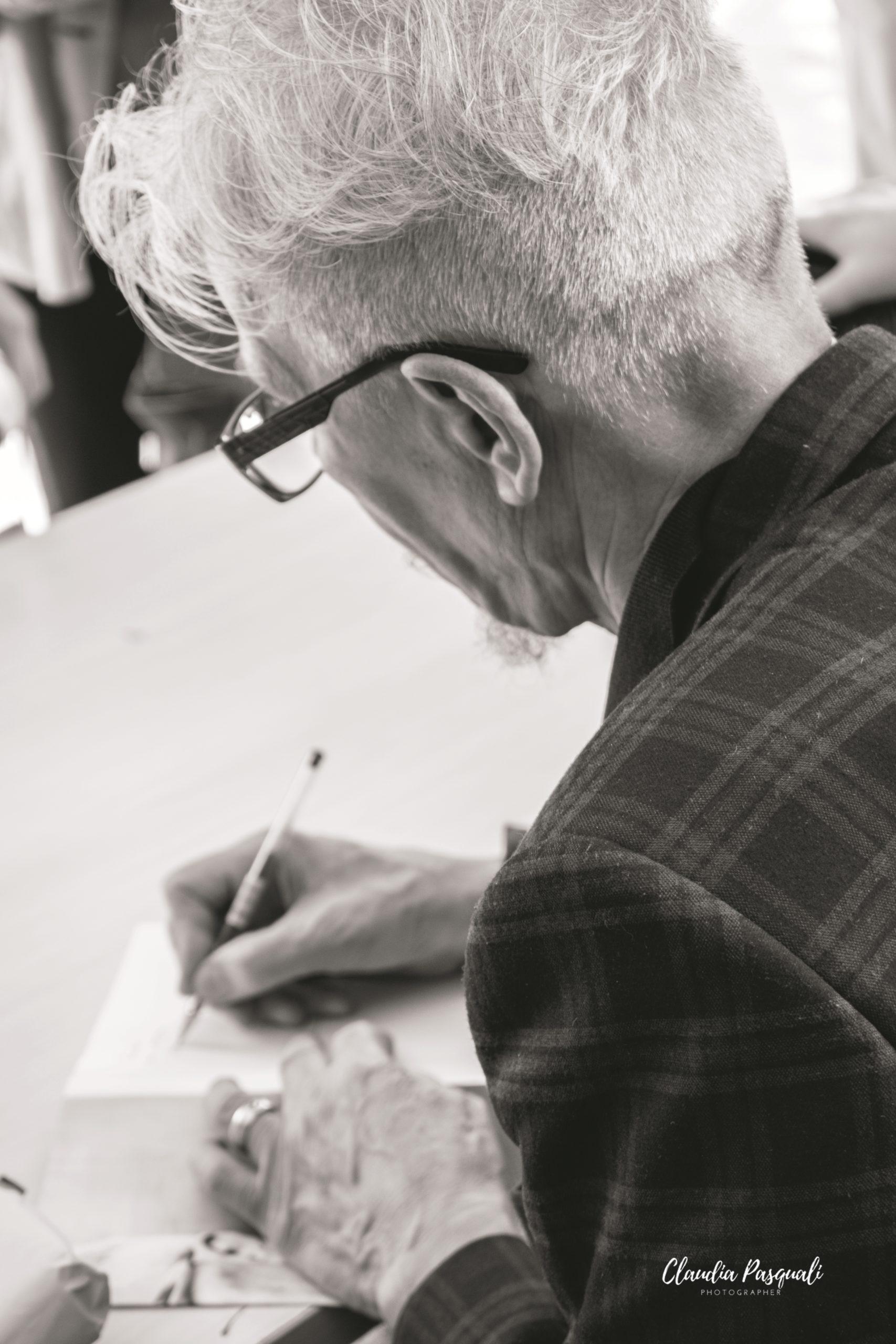 """Presentazione del libro """"Zona industriale"""" di Eduard Limonov presso il Salone del libro di Torino. Il firmacopie di Eduard Limonov."""